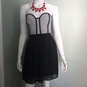 Strapless dress with exposed zipper